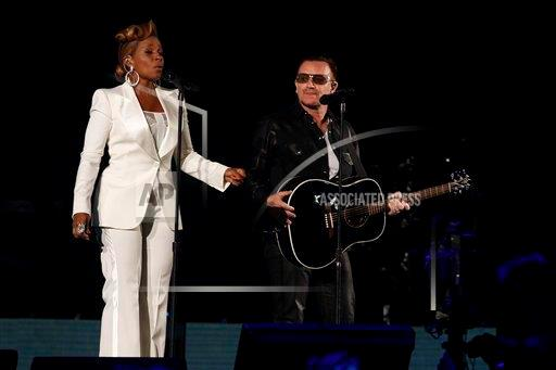 [Vidéos] Bono et Mary J Blige chantent One et Moment of Surrender