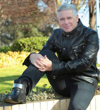 Adam Clayton, Walk in My Shoes et le nouvel album