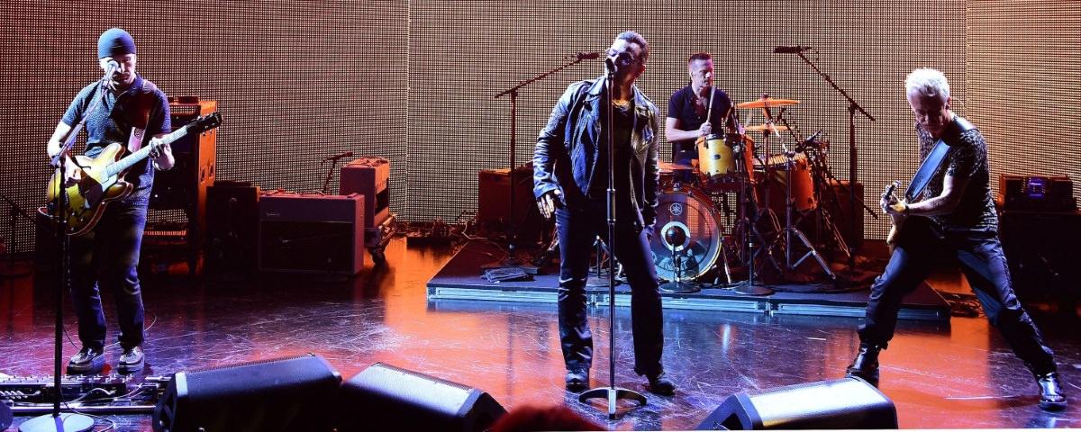 U2 redécouvre l'électricité chez Graham Norton